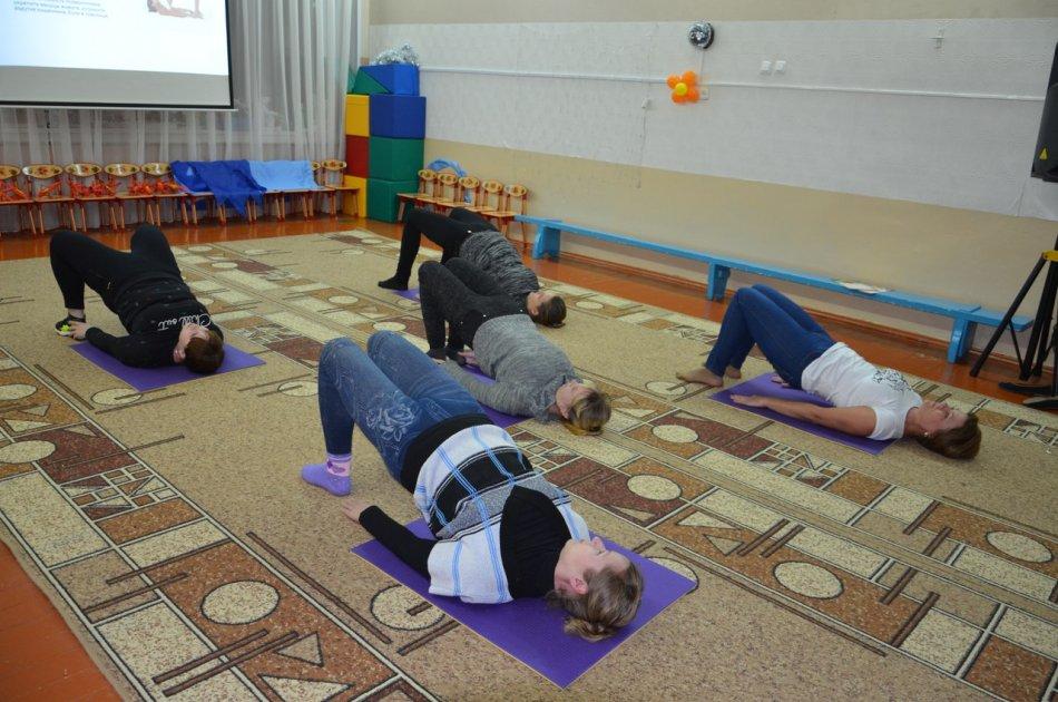 Занятие йоги для мужчин