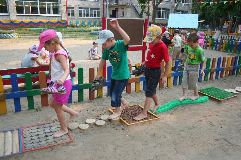 Дорожка здоровья своими руками в детском саду фото