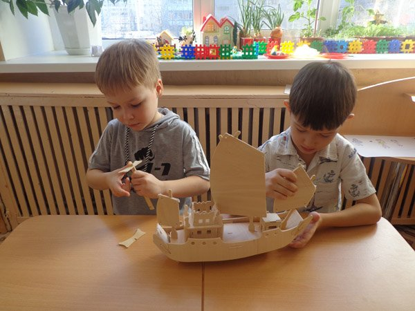 Создав макеты кораблей из